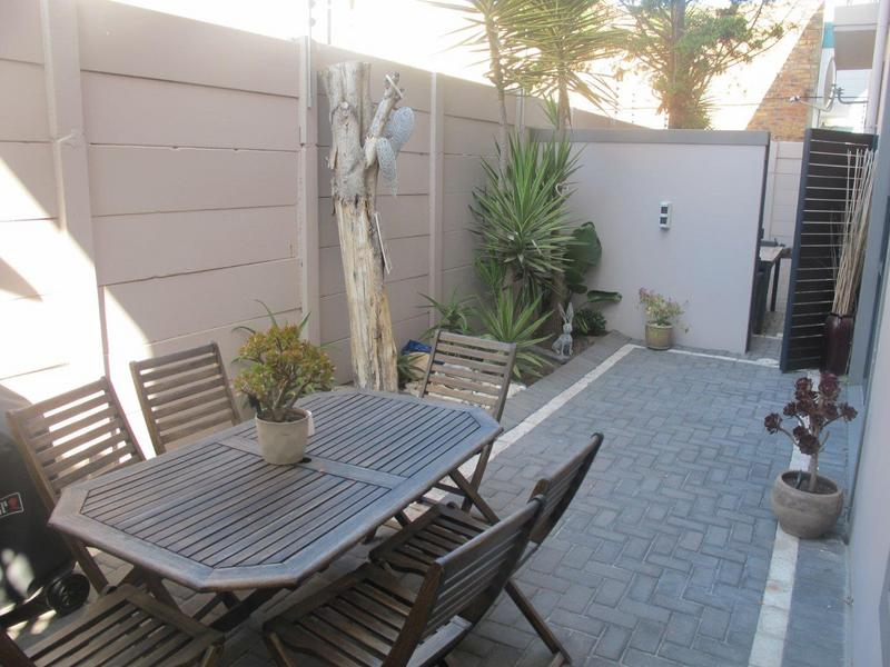 Property For Rent in Bloubergrant, Cape Town 14